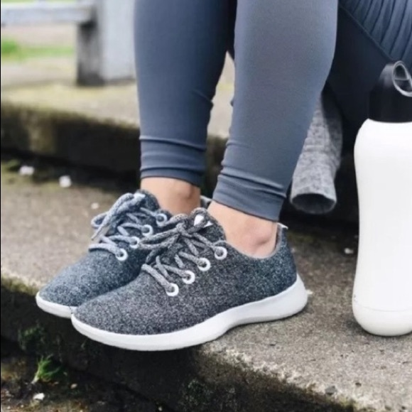 Womens Wool Runners Gray Size 9 Euc